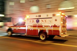 Chuyện thật như đùa: Tài xế xe cứu thương lên cơn đau tim, nạn nhân đi cấp cứu trở thành lái xe bất đắc dĩ