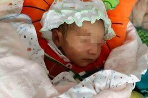Bé gái sơ sinh bị bỏ rơi trước cổng chùa trong đêm giá rét