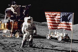 Giật mình thuyết âm mưu về việc con người đặt chân lên Mặt trăng