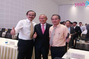 Không về Hàn Quốc cùng các trợ lý, HLV Park Hang Seo vào Quảng Nam hội ngội bầu Đức