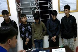 Nhóm thiếu niên vác dao rựa đi đòi nợ thuê