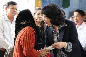 Tặng nhà tình nghĩa cho 500 hộ khó khăn của 5 tỉnh miền Trung