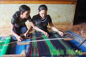 Đắk Nông có gần 1.000 nghệ nhân dệt thổ cẩm truyền thống