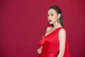 Phương Oanh 'Quỳnh búp bê' thử sức với vai trò MC