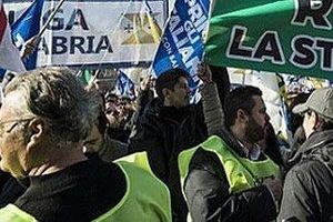 Bùng phát biểu tình tại Áo và Italy