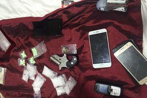 Phát hiện súng tự chế khi bắt đối tượng tàng trữ ma túy