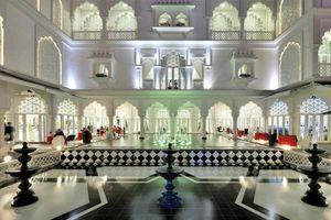 'Lâu đài' trắng 15 triệu USD của Khai Silk bất ngờ đổi chủ sau sự cố lụa gắn mác 'Made in China