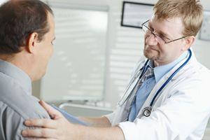 Bị ung thư tuyến tiền liệt giai đoạn sớm có cần phẫu thuật?