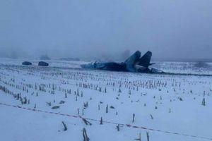 Su-27 Ukraine nằm sõng soài trên tuyết sau tai nạn
