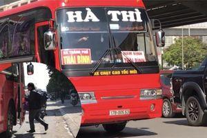 Xe 'trá hình' bắt tay 'cò vé' gây lũng đoạn hoạt động vận tải khách
