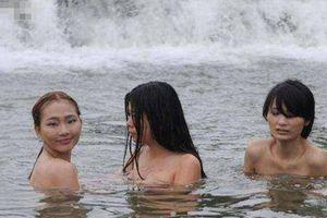 Đất nước kỳ lạ, nơi phụ nữ thoải mái tắm tiên nhưng không hề sung sướng