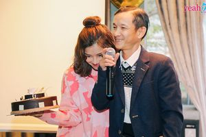 Hoàng Yến Chibi xúc động khi được bố bất ngờ mang bánh kem tới buổi offline Hà Nội mừng sinh nhật