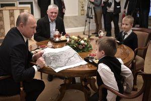Món quà đặc biệt của ông Putin dành tặng cậu bé xương thủy tinh