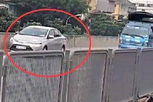 Tài xế lùi ôtô ở đường trên cao bị phạt 1 triệu, tước GPLX