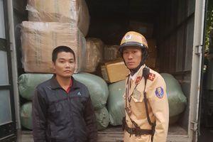 Hà Nội: CSGT liên tiếp bắt giữ 3 xe tải chở hàng lậu