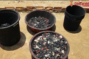 Ngày mai xét xử các đối tượng nhuộm pin vào phế phẩm để trộn tiêu