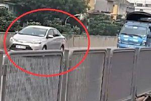 Tài xế lùi ô tô ở vành đai 3 trên cao bị tước GPLX, phạt 1 triệu đồng