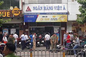 Vụ dùng súng cướp ngân hàng ở Sài Gòn: Nghi phạm đốt xe máy trước khi tẩu thoát