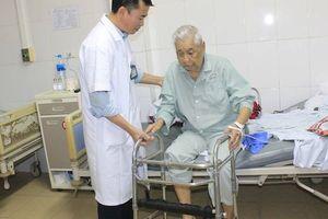 Hy hữu: Cụ ông 100 tuổi thoát 'liệt giường, chờ chết' nhờ được thay khớp háng kịp thời