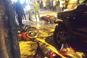 Hà Nội: Nữ tài xế lái Lexus đâm hàng loạt xe máy và ô tô, 1 học sinh bị cuốn vào gầm, 5 người bị thương nhập viện cấp cứu
