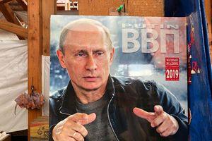 Bộ lịch in hình Tổng thống Putin 'cháy hàng' tại Nhật