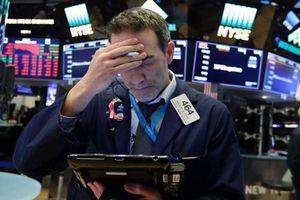 Chứng khoán Mỹ lao dốc mạnh do lo ngại FED tăng lãi suất quá nhanh