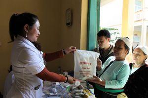 Tổng cục Kỹ thuật tổ chức khám bệnh, tặng quà đối tượng chính sách tại Hòa Bình