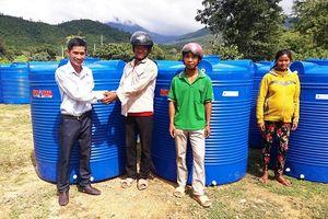 Tập đoàn Tân Á Đại Thành kết hợp cùng Hội chữ Thập Đỏ Ninh Thuận trao tặng hơn 600 bồn nước cho người dân