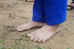 Chuyện những đôi chân trần trong giá lạnh khắc nghiệt vùng cao