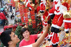 Thị trường Giáng sinh 2018: Hàng Việt 'soán ngôi', thông thật được săn lùng
