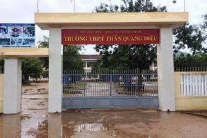 Một thầy giáo bị học sinh đánh trọng thương ngay tại trường