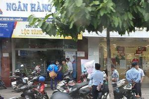 Lộ manh mối đối tượng táo tợn cướp ngân hàng giữa trưa ở Sài Gòn