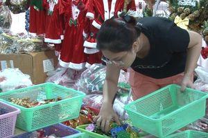 TP. Hồ Chí Minh: Đa dạng các sản phẩm trang trí dịp Giáng sinh