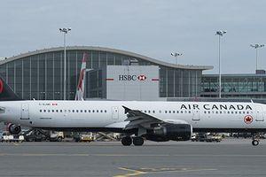 Canada xem xét phạt nặng các hãng hàng không chậm chuyến