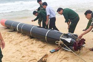 Thiết bị lặn có chữ Trung Quốc mắc lưới của ngư dân Phú Yên