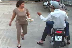 Bắt hai thanh niên giật dây chuyền người đi bộ trên vỉa hè ở Sài Gòn