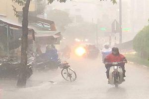 TP HCM bất ngờ đổ mưa tầm tã gần ngày Giáng Sinh