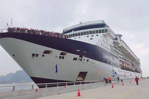 Đón du khách thứ 15 triệu đến Việt Nam