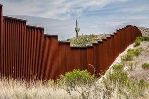 Nhà Trắng nêu những 'lựa chọn' cho việc tài trợ bức tường biên giới