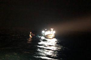 Cứu 6 ngư dân gặp nạn 1 tuần trên biển