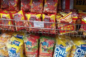 Người Việt trẻ trốn vào cửa hàng tiện lợi ăn snack, nước ngọt và lướt mạng ngày càng nhiều