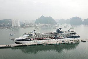 Việt Nam đón du khách thứ 15 triệu tại cảng tàu nghìn tỷ