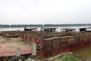 Công an mật phục tóm gọn nhiều 'cỗ máy' tàn phá sông Thu Bồn