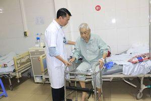 Liên tiếp bệnh nhân cao tuổi bị gãy cổ xương đùi
