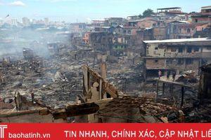 Hiện trường tan hoang vụ hỏa hoạn thiêu rụi 600 ngôi nhà ở Brazil