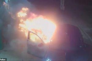 Anh truy tố, phạt tù hành khách tưới xăng đốt xe taxi
