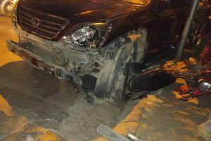 Clip khoảnh khắc nữ tài xế Lexus gây tai nạn liên hoàn trên đường ven hồ Tây