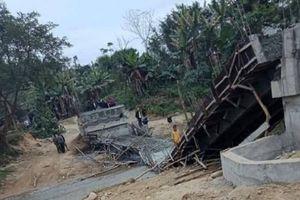 Yên Bái: Cầu đang đổ bê tông bỗng dưng đổ sập xuống sông