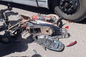 Va chạm với xe tải trên đường đi học về, 2 chị em tử vong thương tâm