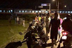 Ô tô bị tàu hỏa húc văng, một người phụ nữ tử vong